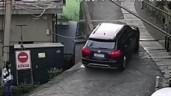 Tay lái yếu, tài xế lao đầu SUV xuống đất