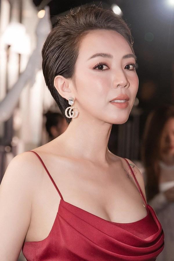 Thu Trang tiêm mỡ lên mặt, giờ trẻ đẹp đúng chuẩn Hoa hậu làng hài - 5
