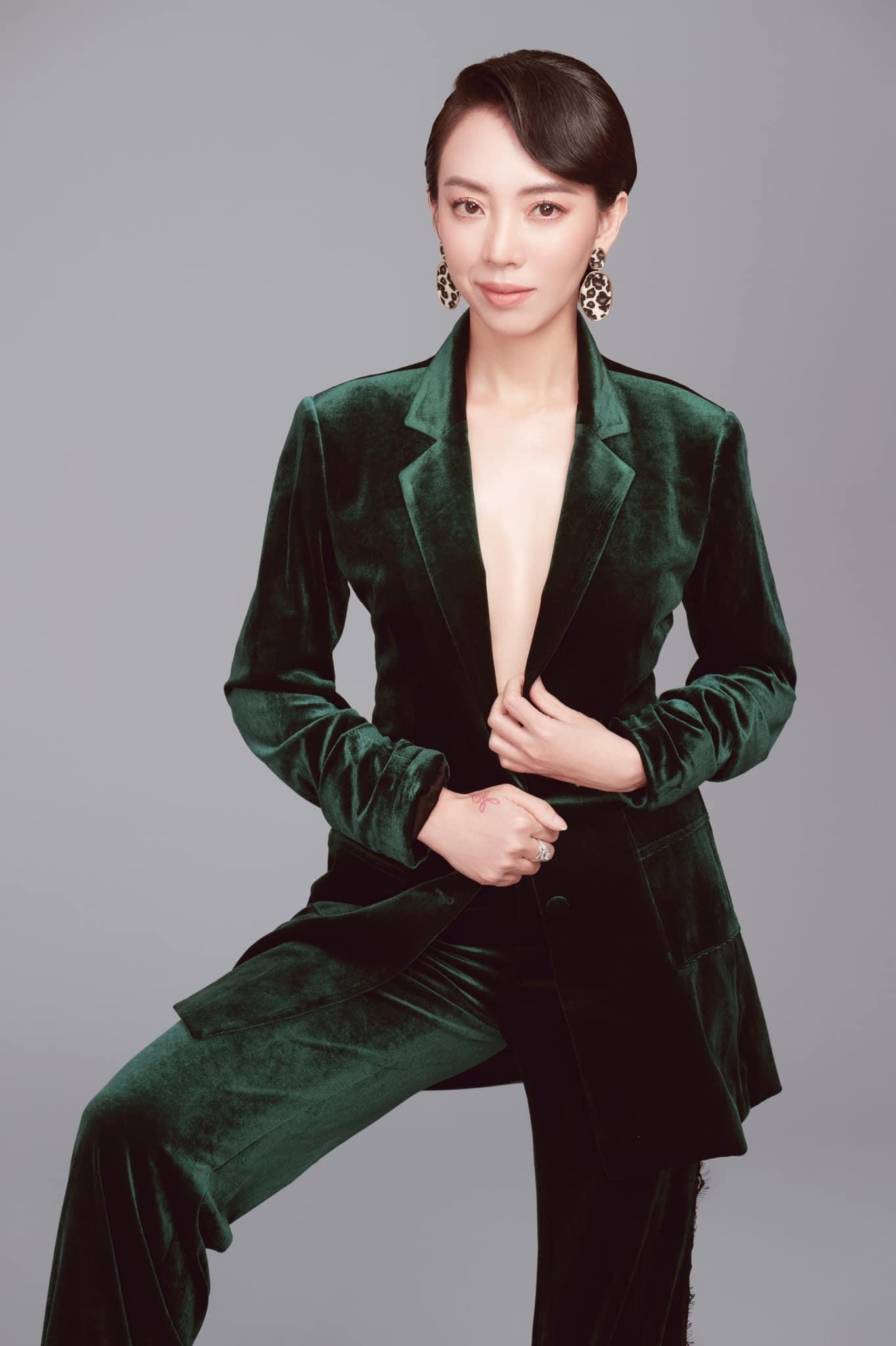Thu Trang tiêm mỡ lên mặt, giờ trẻ đẹp đúng chuẩn Hoa hậu làng hài - 7