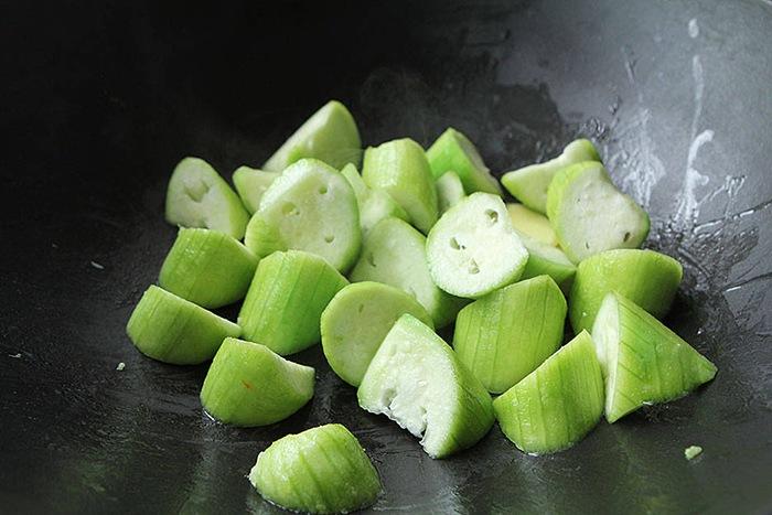 Canh mướp nấu ngao chỉ cần đơn giản thế này cũng đủ ngọt ngon, không sợ hè nóng - 5