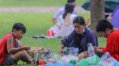 Đổ xô tới công viên Yên Sở cắm trại, nhiều người quên đeo khẩu trang