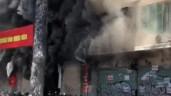 Kinh hoàng khoảnh khắc người đàn ông phi thân khỏi đám cháy chung cư ở trung tâm TPHCM
