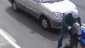 Nam thanh niên bị pitbull tấn công, cắn rách quần ngay giữa phố