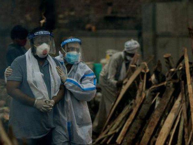 Rợn người quang cảnh hãi hùng như tận thế bên trong lò hỏa táng Ấn Độ