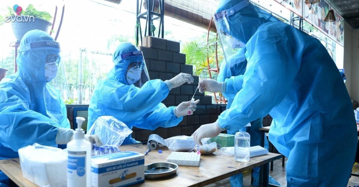 COVID-19 ngày 10/5: Một nữ điều dưỡng ở Đà Nẵng bị sốc phản vệ sau tiêm vắc-xin COVID-19
