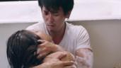 """Bộ phim 18+ """"treo giò"""" 4 năm hé lộ cảnh Hà Việt Dũng ôm Minh Tú trong phòng tắm"""