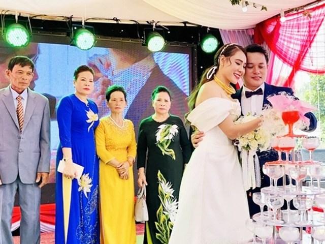 Nữ diễn viên cưới