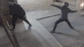 Đi trộm, thanh niên bị đồng bọn ném gạch trúng đầu và cái kết hài hước