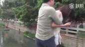 Chồng không cho kiểm tra điện thoại, vợ đòi nhảy sông tự tử