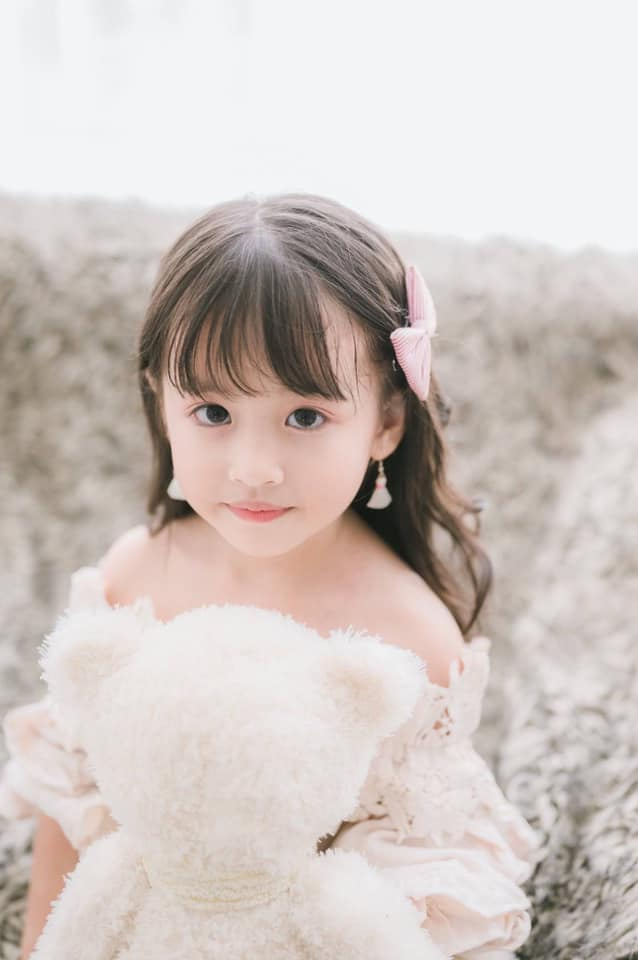 Con gái mẹ đơn thân bán ốc ở Nha Trang thành Miss Gương mặt đẹp, được sao Việt ngỏ lời - 8