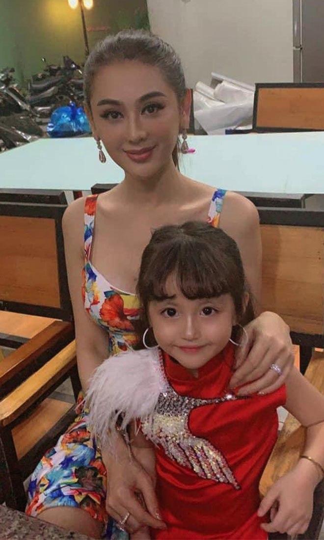 Con gái mẹ đơn thân bán ốc ở Nha Trang thành Miss Gương mặt đẹp, được sao Việt ngỏ lời - 5