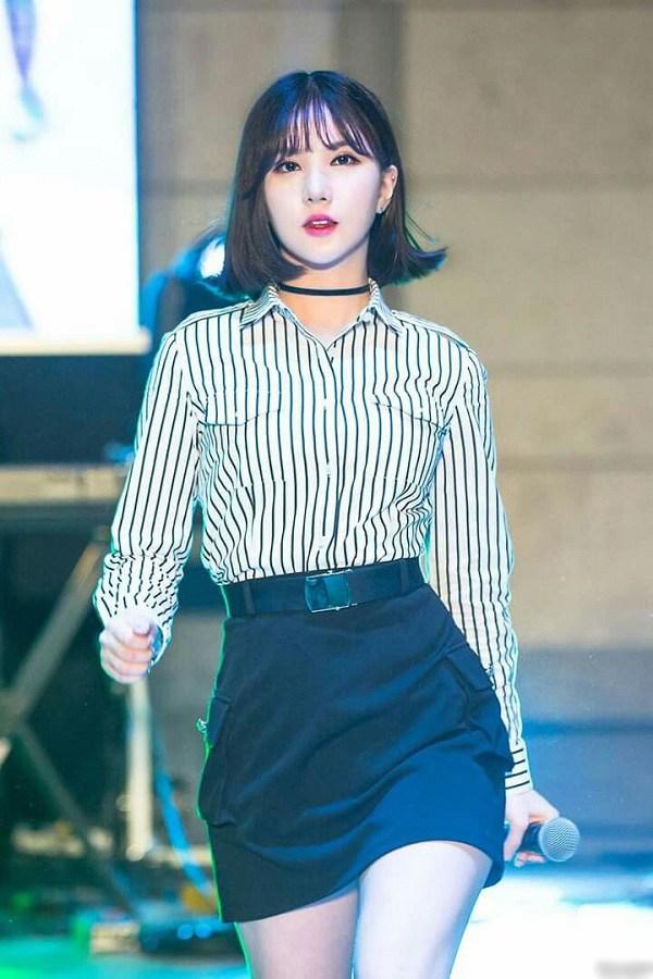 """Tìm ra kiểu áo là """"bảo bối"""" của các sao Hàn, ai mặc lên trông cũng vừa cao vừa gầy - 5"""