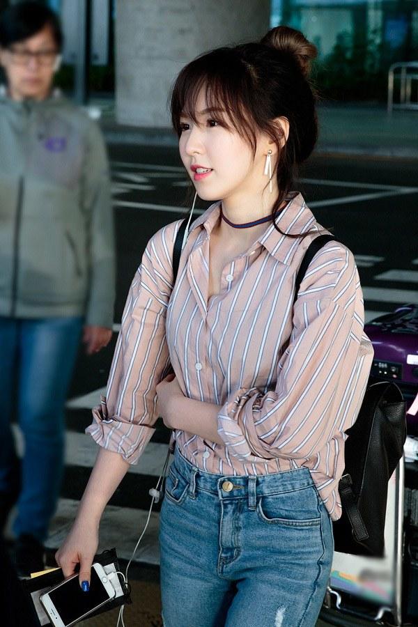 """Tìm ra kiểu áo là """"bảo bối"""" của các sao Hàn, ai mặc lên trông cũng vừa cao vừa gầy - 6"""