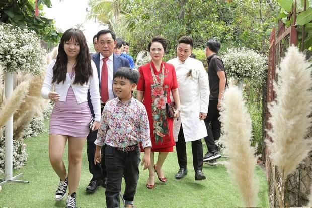 Tin tức 24h: Lý do thật sự khiến bà Phương Hằng dừng cuộc chiến amp;#34;tất tayamp;#34; với nghệ sĩ showbiz - 4