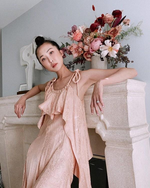 Giữ thần thái sang chảnh, amp;#34;rich momamp;#34; nổi tiếng gốc Hàn ở nhà cũng phải diện đồ sành điệu - 4