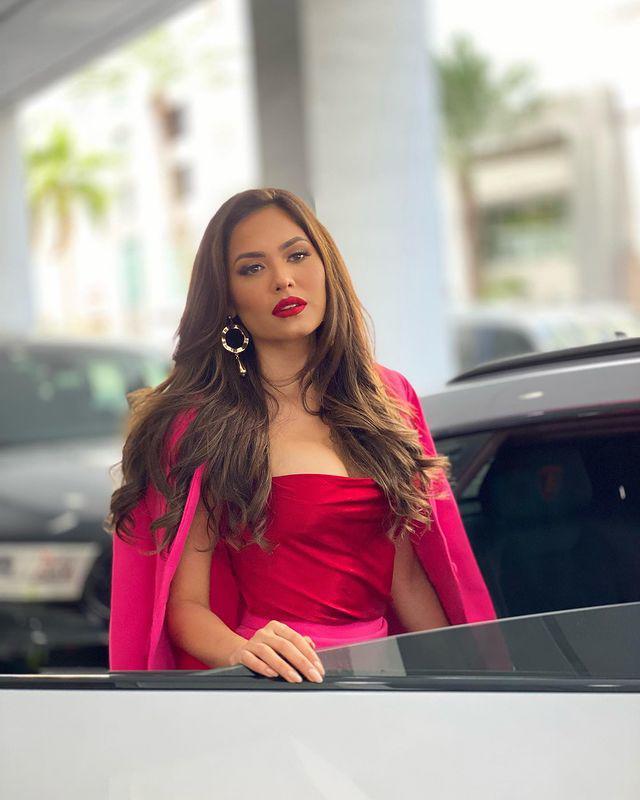 Miss Universe 2020 khoe ảnh selfie cùng mẹ, mẹ đẹp tới nỗi cô nàng bị chê già đanh - 11