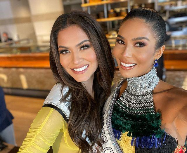 Miss Universe 2020 khoe ảnh selfie cùng mẹ, mẹ đẹp tới nỗi cô nàng bị chê già đanh - 10