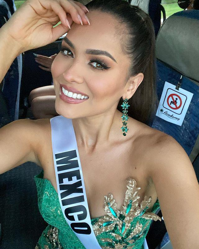 Miss Universe 2020 khoe ảnh selfie cùng mẹ, mẹ đẹp tới nỗi cô nàng bị chê già đanh - 7
