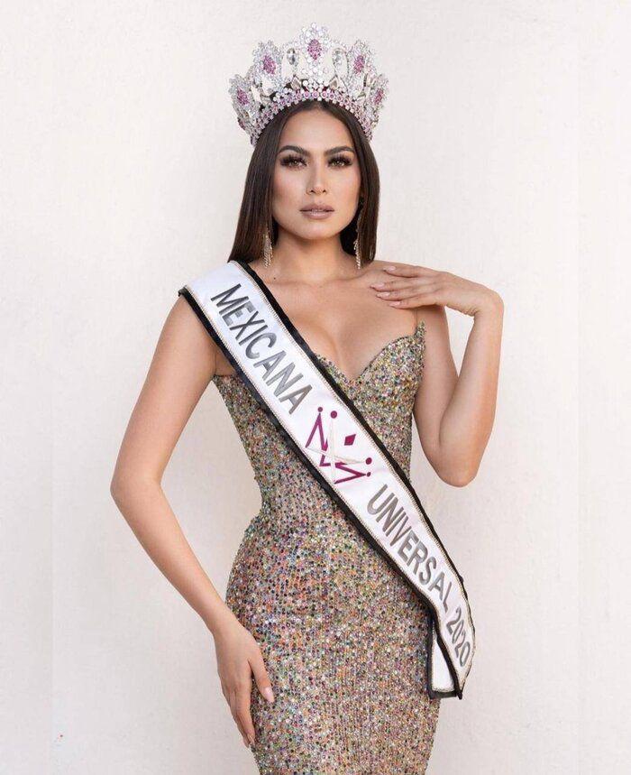 Miss Universe 2020 khoe ảnh selfie cùng mẹ, mẹ đẹp tới nỗi cô nàng bị chê già đanh - 5