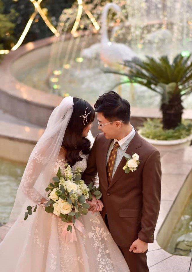 MC VTV 43 tuổi mới lấy vợ và amp;#34;trái ngọtamp;#34; sau 6 tháng cưới nữ Thạc sĩ kém 10 tuổi - 3