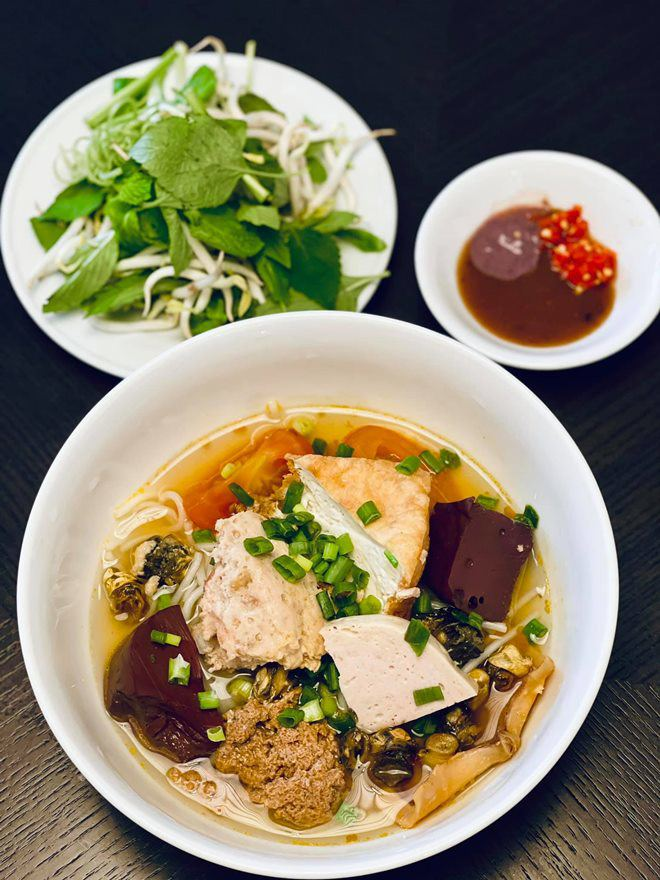 Hoàng Oanh sướng rớt nước mắt, Thu Minh chạy sang ăn ké nhà amp;#34;Nữ tướng cướpamp;#34; vì nấu quá ngon - 19