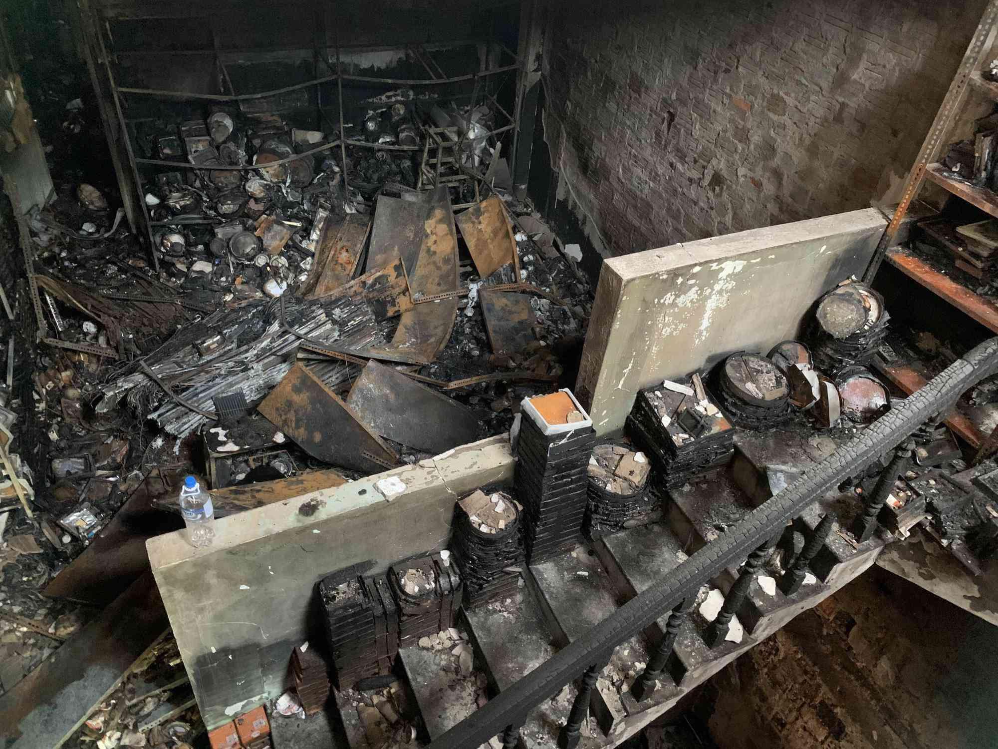 Tin tức 24h: Rơi nước mắt đám tang gia đình 4 người tử.vong trong vụ cháy ở Quảng Ngãi - 3