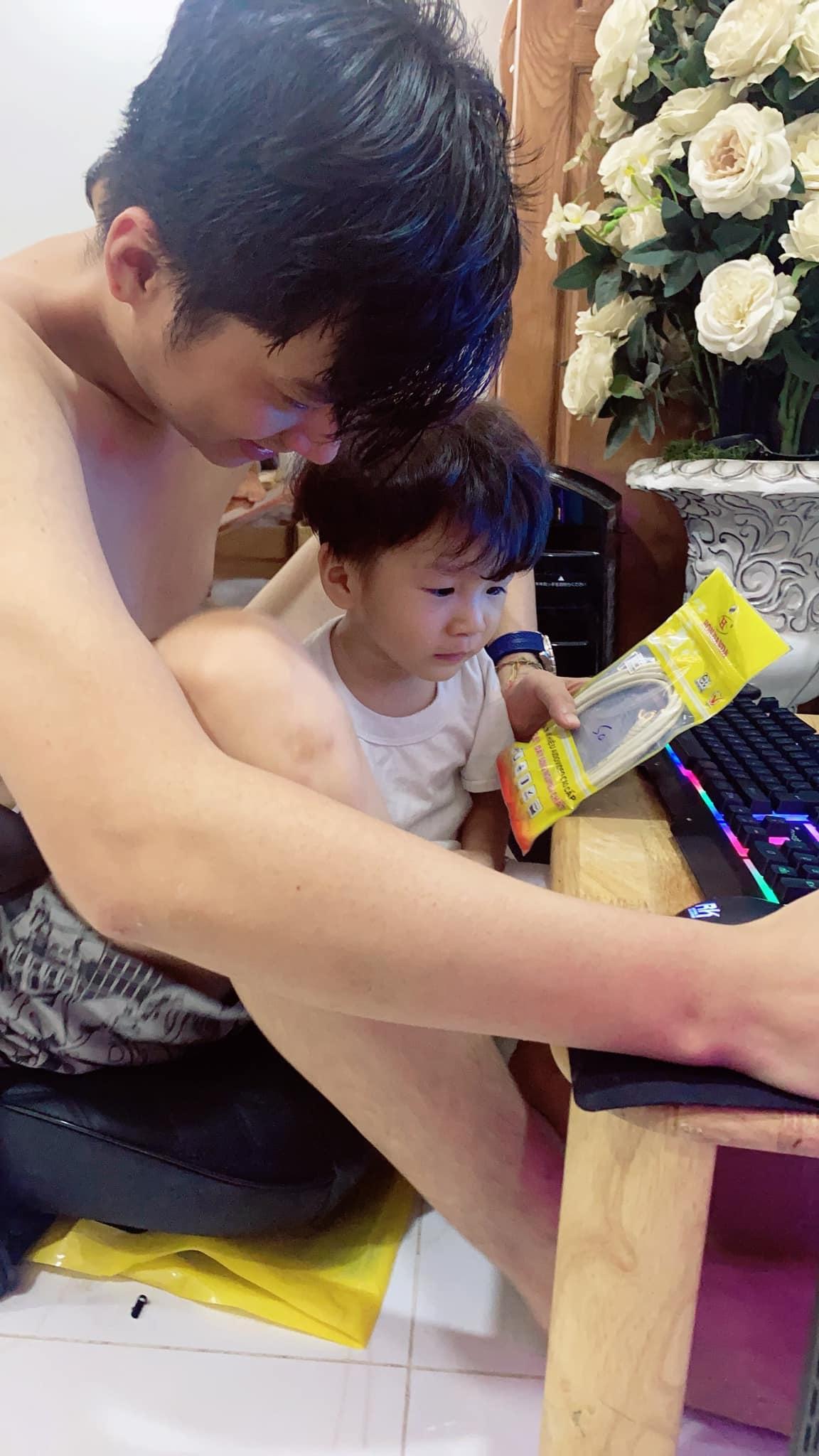 3 tuổi, con trai Lâm Khánh Chi lớn phổng phao, mũi cao, mắt một mí đẹpnhư trai Hàn Quốc - 9
