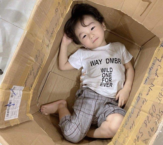 3 tuổi, con trai Lâm Khánh Chi lớn phổng phao, mũi cao, mắt một mí đẹpnhư trai Hàn Quốc - 7