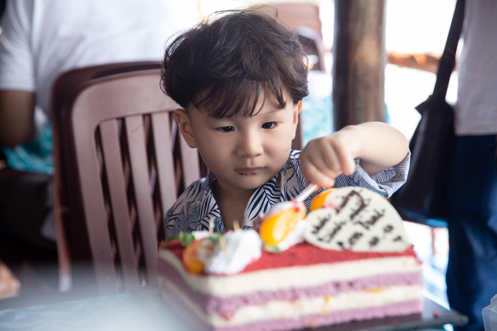 3 tuổi, con trai Lâm Khánh Chi lớn phổng phao, mũi cao, mắt một mí đẹpnhư trai Hàn Quốc - 6
