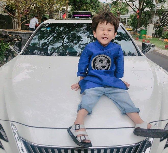 3 tuổi, con trai Lâm Khánh Chi lớn phổng phao, mũi cao, mắt một mí đẹpnhư trai Hàn Quốc - 4