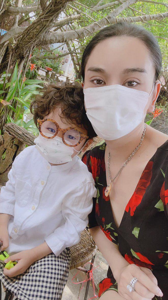 3 tuổi, con trai Lâm Khánh Chi lớn phổng phao, mũi cao, mắt một mí đẹpnhư trai Hàn Quốc - 8