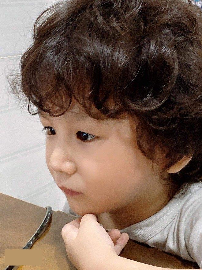 3 tuổi, con trai Lâm Khánh Chi lớn phổng phao, mũi cao, mắt một mí đẹpnhư trai Hàn Quốc - 3