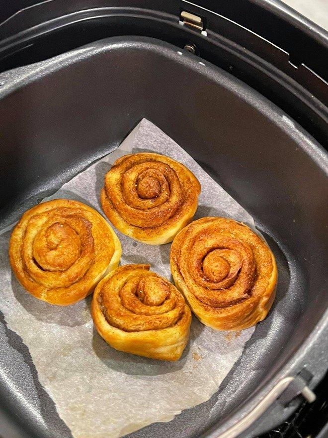 Sao vào bếp: Hồ Ngọc Hà lần đầu khoe làm bánh cho con trai Subeo, mẹ ruột khen nức nở - 5