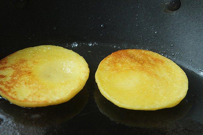 Thừa 2 bắp ngô không biết làm gì, vợ nhanh tay chế thành món ăn sáng cả nhà mê mẩn - 6