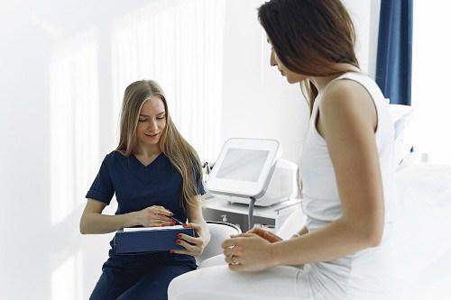 Đi khám thai định kỳ thường xuyên, bà mẹ suy sụp khi thấy con chào đời - 1