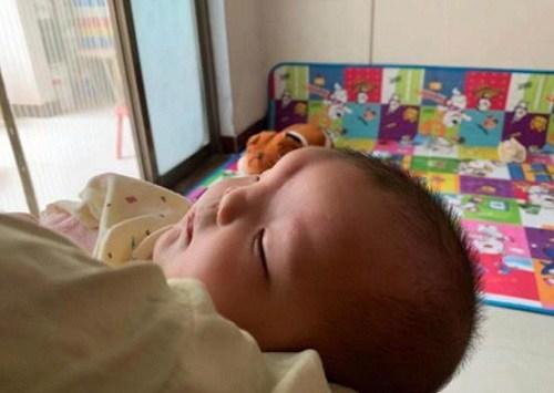Đi khám thai định kỳ thường xuyên, bà mẹ suy sụp khi thấy con chào đời - 3