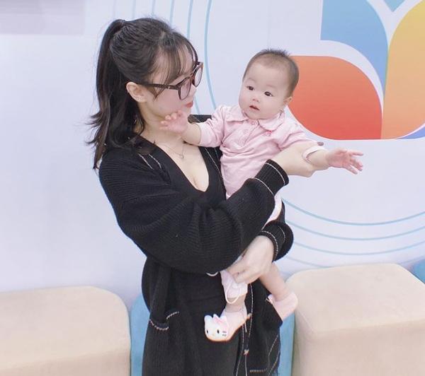 Mới đẻ mổ 10 tháng, cựu hotteen Hà Nội 19 tuổi tiếp tục amp;#34;dínhamp;#34; bầu, thai nhi đã 3 tháng - 5
