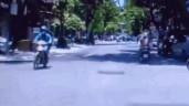 Áo chống nắng cuốn vào bánh xe, cô gái ngã sấp mặt xuống đường