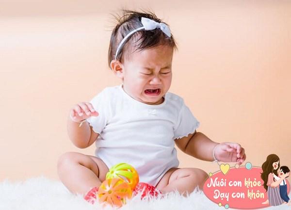 """Trẻ sơ sinh thích ném đồ không hẳn tính xấu, biểu hiện bé """"âm thầm"""" thông minh dần lên - 11"""