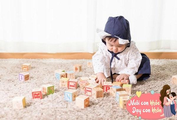 """Trẻ sơ sinh thích ném đồ không hẳn tính xấu, biểu hiện bé """"âm thầm"""" thông minh dần lên - 10"""