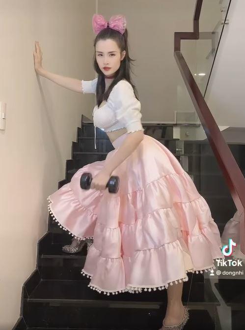 Sinh xong ở nhà chăm con, Đông Nhi vẫn cố gắng gợi cảm vì thấy Ông Cao Thắng đẹp trai - 4