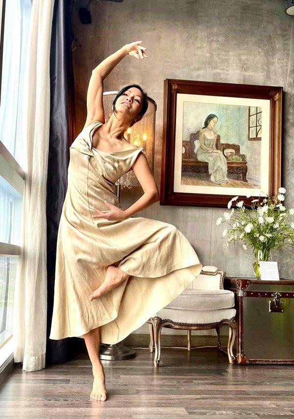 Nhà Celeb: Diva Hồng Nhung thảnh thơi cắm hoa, tới hoa hậu cũng khen không ngớt - 1