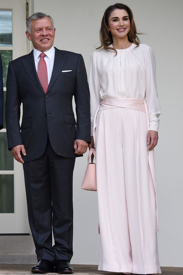 Nổi tiếng vì style sang trọng, Hoàng hậu Jordan còn khéo phối đồ amp;#39;amp;#39;hackamp;#39;amp;#39; dáng siêu chuẩn - 6