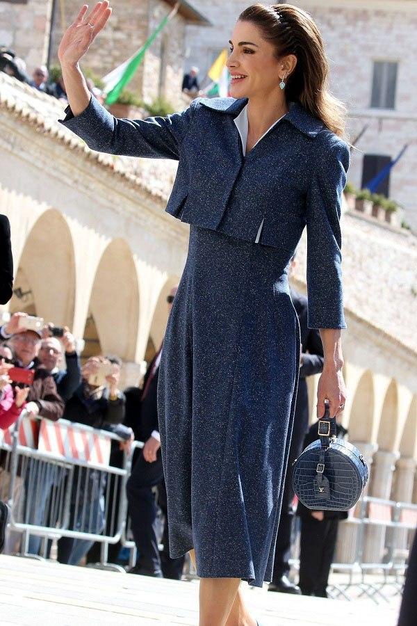 Nổi tiếng vì style sang trọng, Hoàng hậu Jordan còn khéo phối đồ amp;#39;amp;#39;hackamp;#39;amp;#39; dáng siêu chuẩn - 7