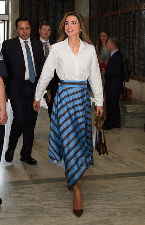 Nổi tiếng vì style sang trọng, Hoàng hậu Jordan còn khéo phối đồ amp;#39;amp;#39;hackamp;#39;amp;#39; dáng siêu chuẩn - 12