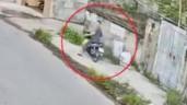 Lái xe máy để mắt trên trời, nam tài xế đầu trần gặp tai nạn khó đỡ