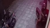 """Vụ cô gái mặc váy """"tung cước"""", kẻ trộm xe máy bỏ chạy rớt dép: Người trong cuộc nói gì?"""