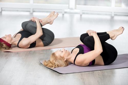 thuoc long nhung bai tap yoga giam mo bung nhanh chong chi trong vai thang - 3