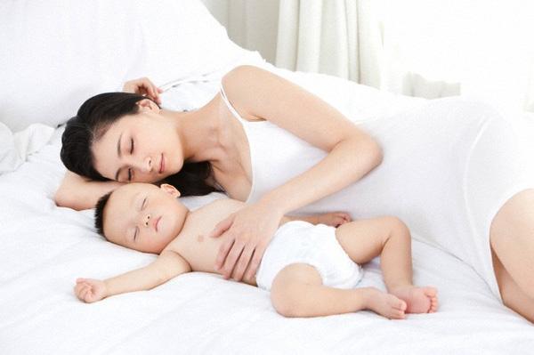 Trẻ 8 tháng tuổi: Mẹ phải chăm sóc như thế nào?-2