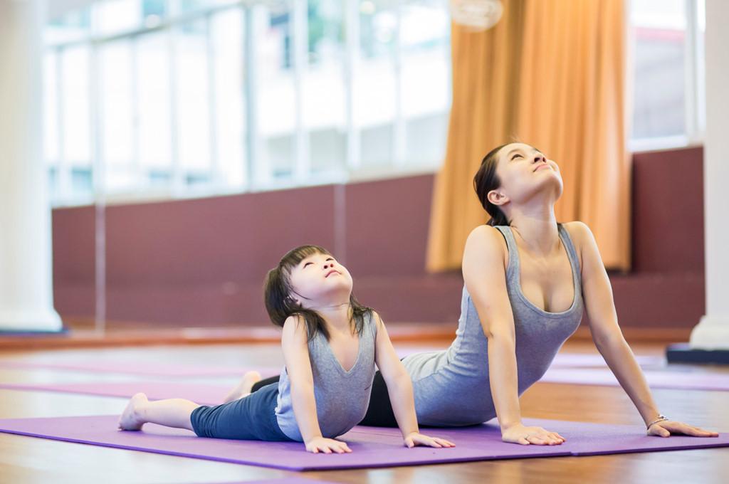 Bên cạnh chế độ ăn uống lành mạnh thì việc tập thể dục, thể thao cũng là cách giúp bé tăng cân khỏe mạnh